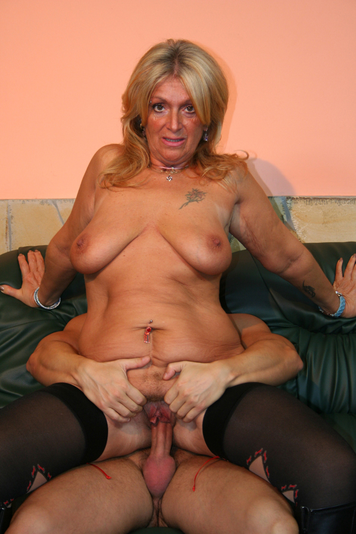 Chubby blonde licking xxx