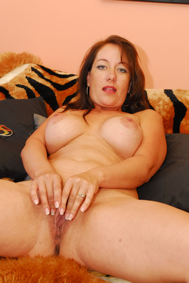 image Horny 40 plus slut kiss spreads her twat for black pipe