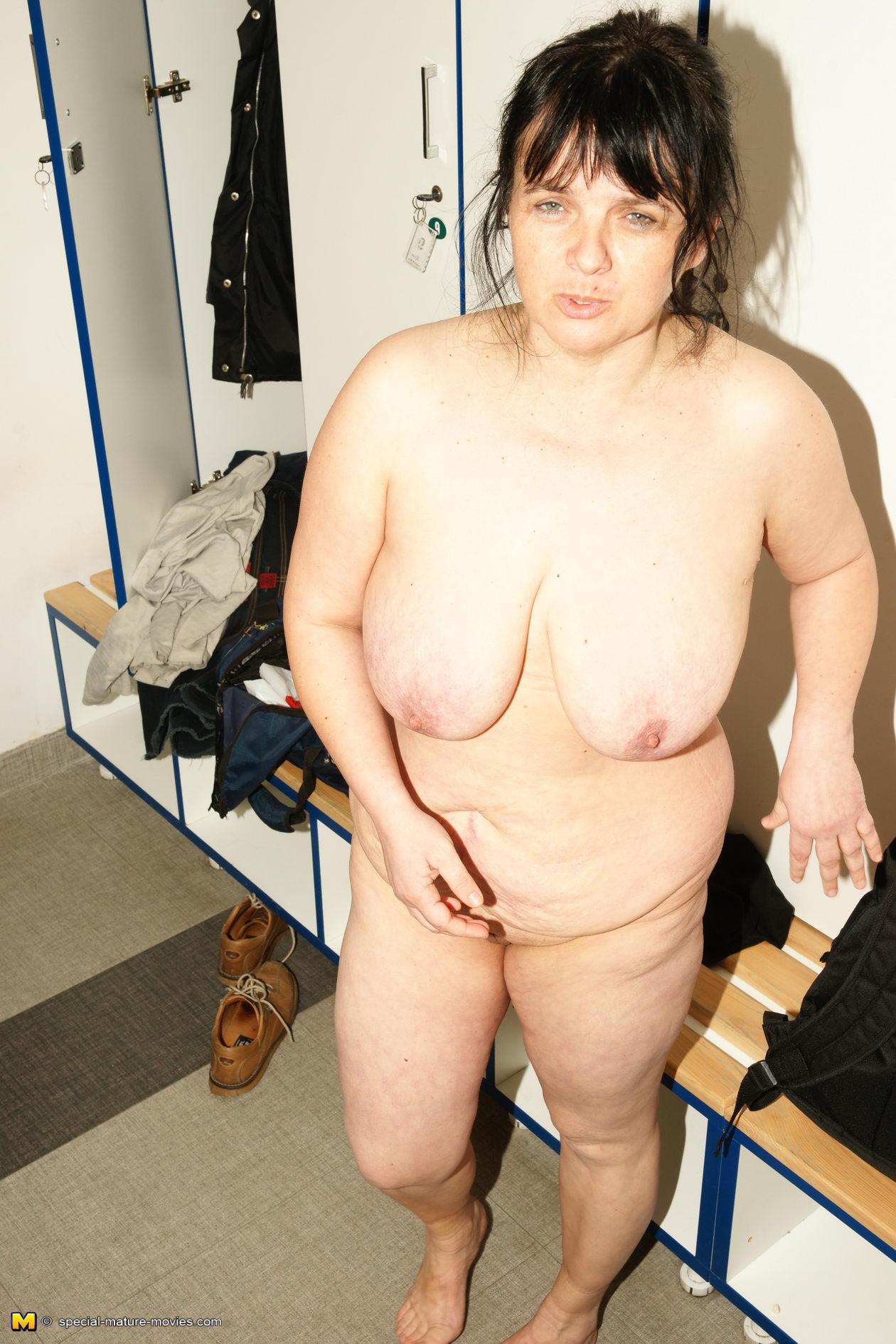 Mature naked lady
