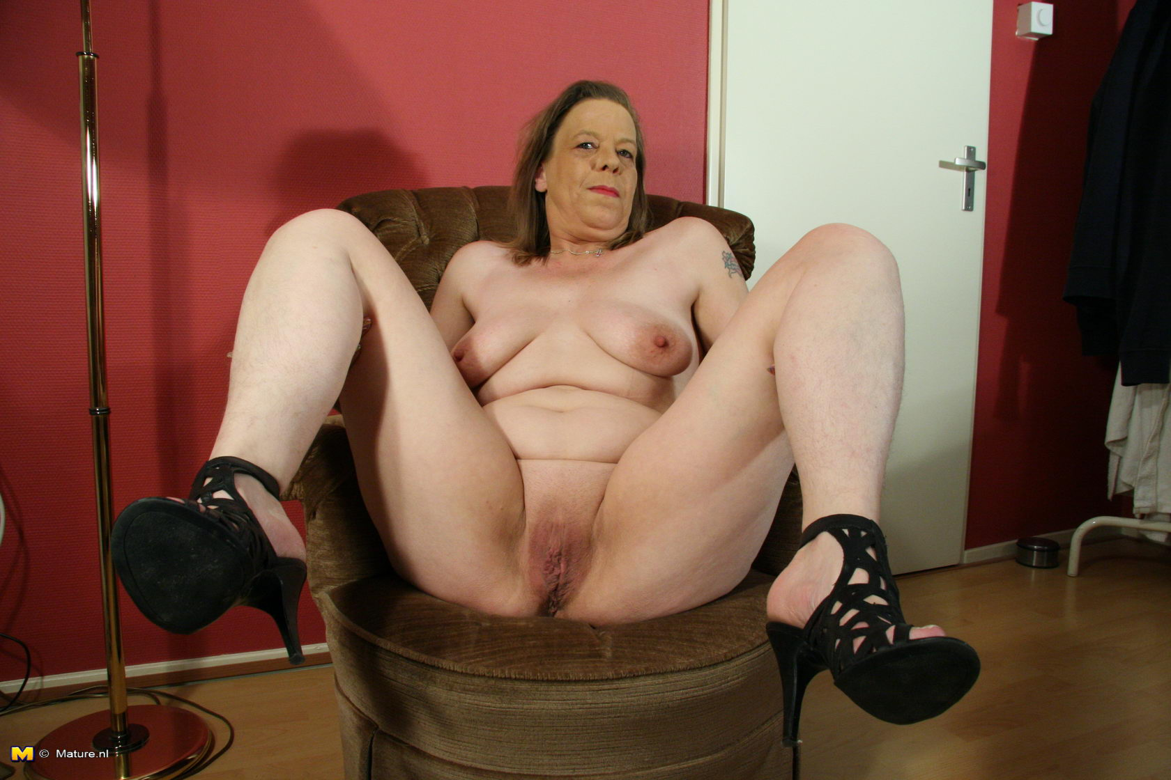 Grandma playing with her hairy cunt 5