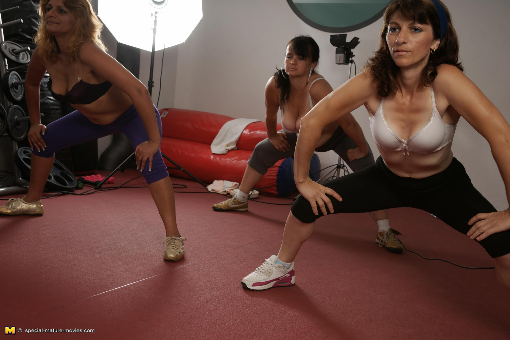 hot nude old gym women