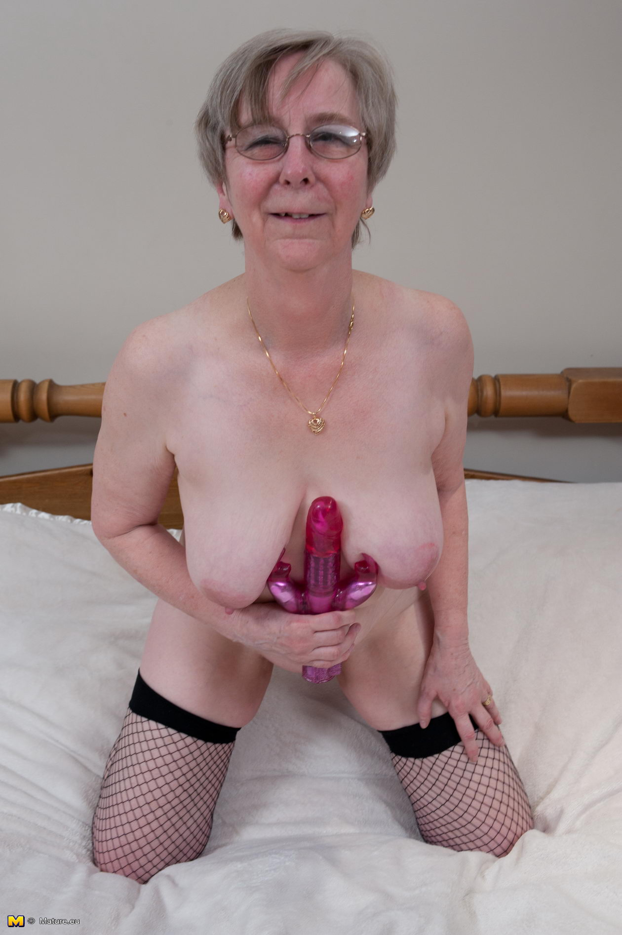 Mamas old wet pussy requires a hefty price 5