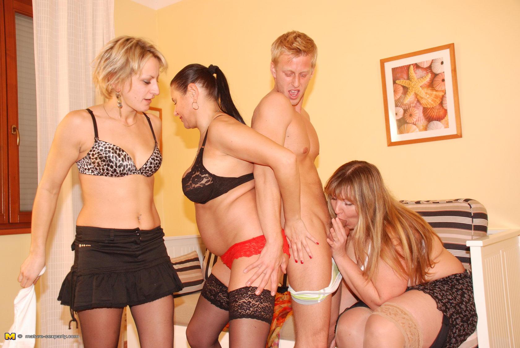 Секс в сауне груповуха студентов 10 фотография