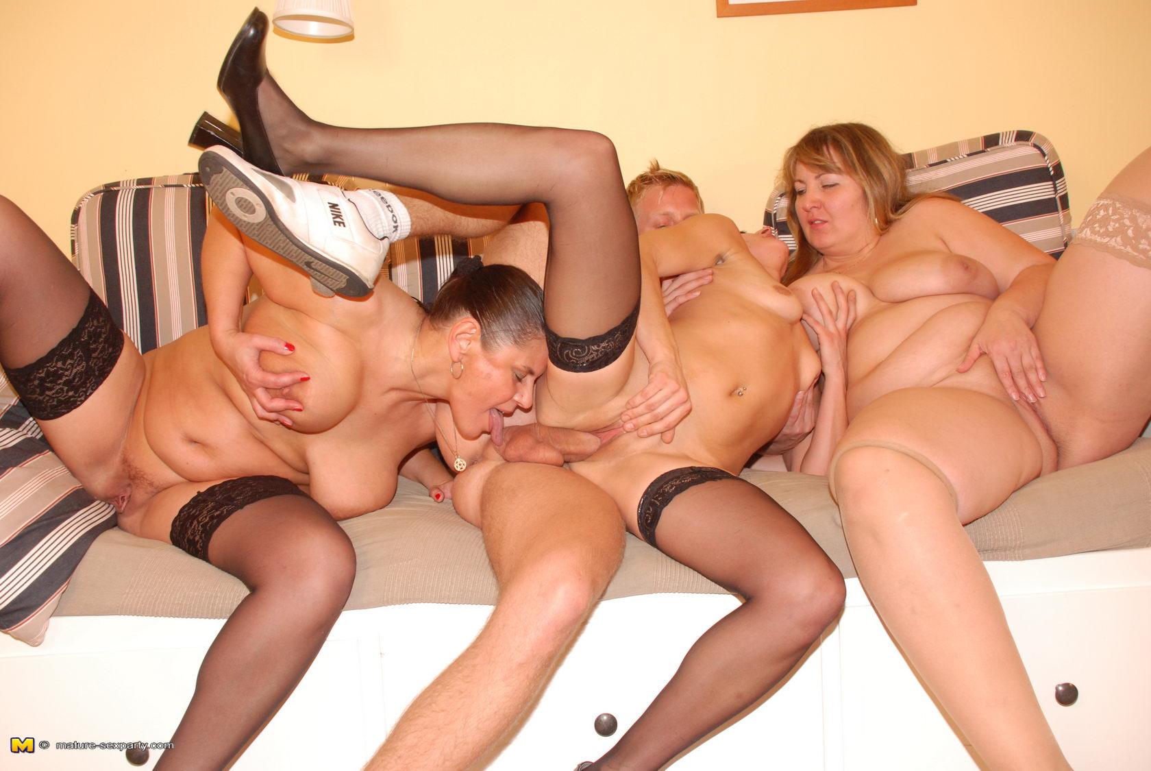 Русское порно зрелых - отборное порно Русских зрелых женщин.