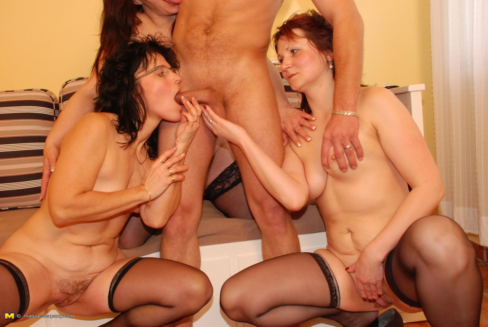 девочки порно ролики трио со зрелыми душ хотя