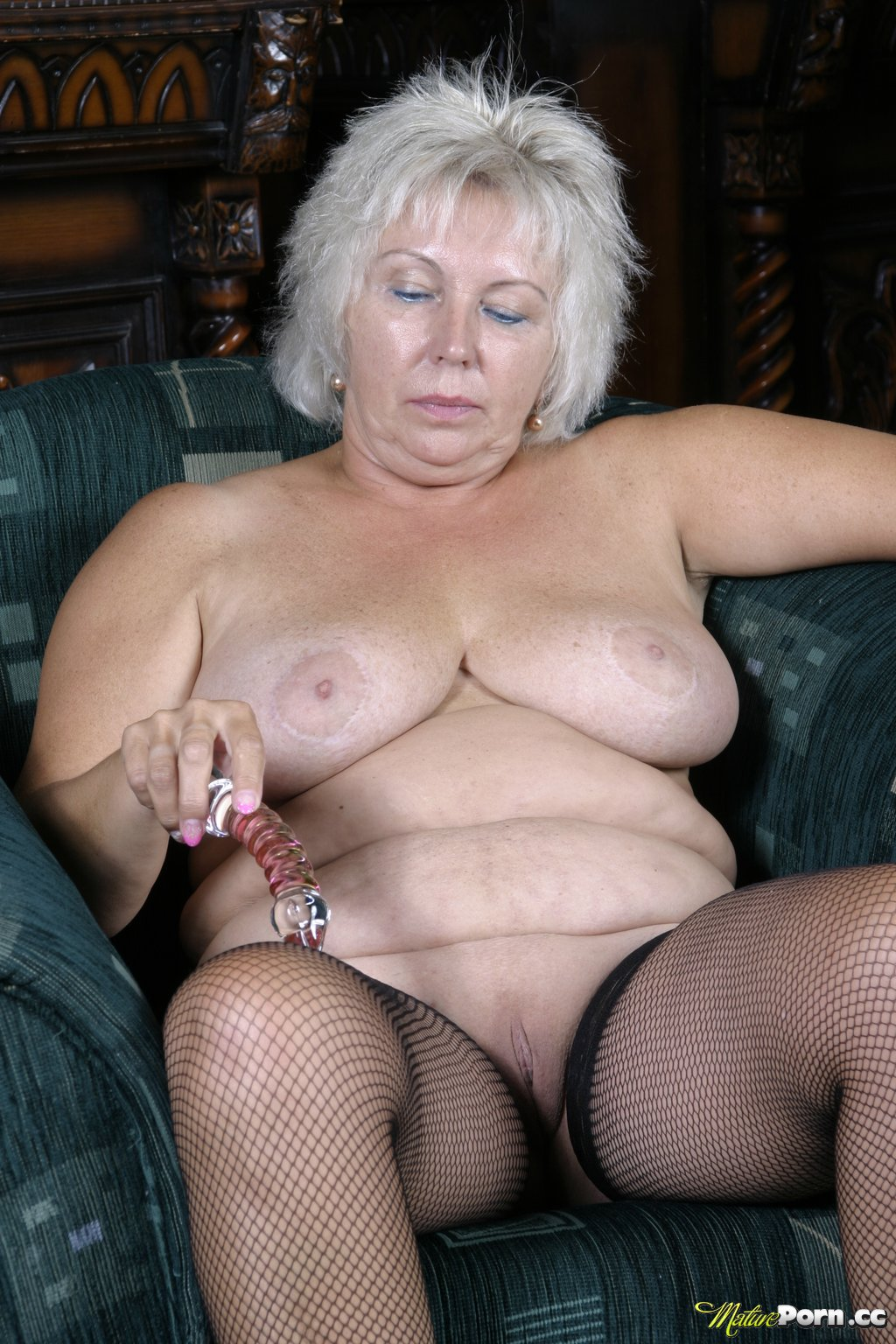 naked chubby blond