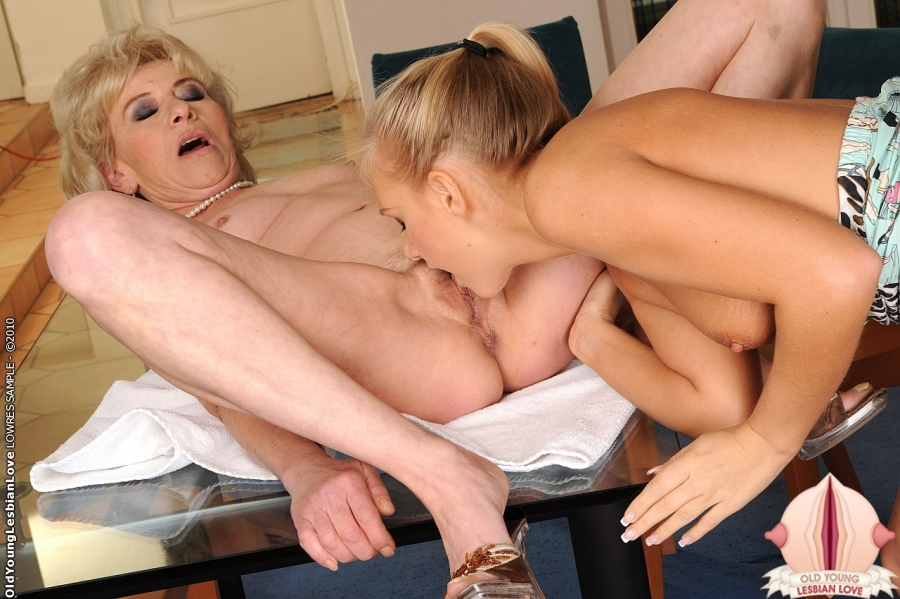 Mom and daughter lesbian vids have faced