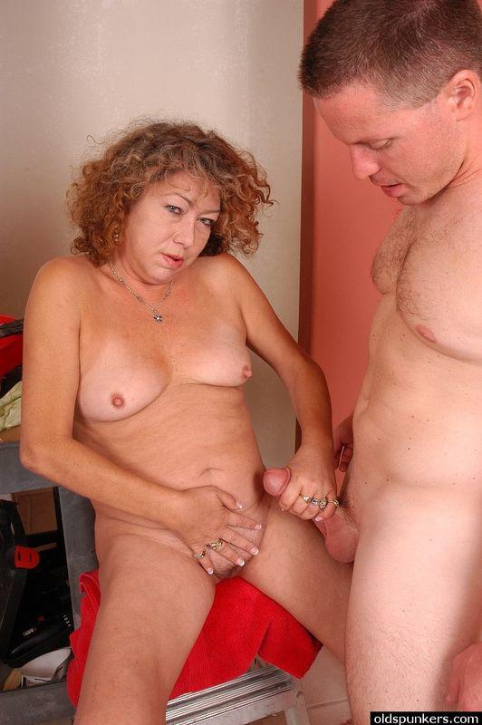 Mature Amateur Sucking Cock