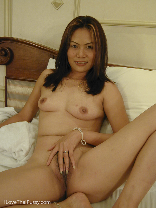 Mature filipina mom lyla g shows off her naked body on cam 9